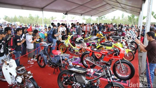 Puluhan Modifikator Ikuti Kontes Final Modifikasi Motor Honda