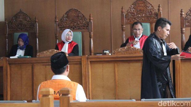 Wawan 'Jenderal NII' di Garut Dituntut 10 Tahun Penjara