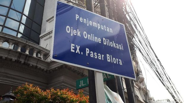Ojek Online di Stasiun Sudirman Masih Ngetem Sembarangan