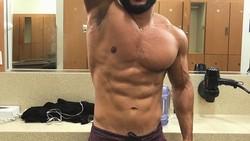 Erik Ortiz adalah seorang selebgram yang terkenal memiliki tubuh bugar dan berotot. Tapi ia punya sisi humoris lho dengan videonya menggoda orang diet.