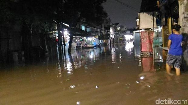 Kemang Utara Banjir, Lalin Macet hingga Kemang Timur