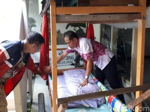 Bawa Anaknya dengan Gerobak ke Surabaya, Tawaran Ambulans Ditolak