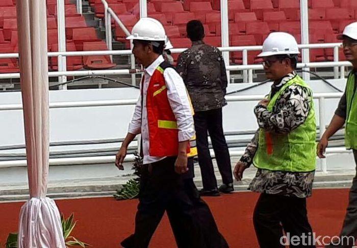 Jokowi sendiri akan hadir untuk menyaksikan sertifikasi 9.700 tenaga kerja konstruksi di seluruh wilayah Indonesia secara serentak. Di GBK, hadir sekitar 5.328 yang datang dari perwakilan Balai Kerja Konstruksi Wilayah III Jakarta.