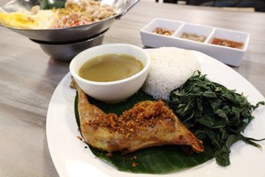 Ayam Betutu Ibu Putu: Makan Siang Kenyang dengan Ayam Betutu Goreng yang Sedap