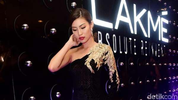 Lekuk Tubuh Patricia Gouw, Model Internasional yang Disebut Mirip Ayu Dewi