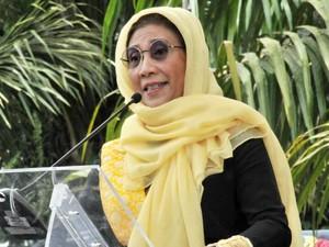 Jilbab Kuning Susi Saat Kuliah Umum di Aceh