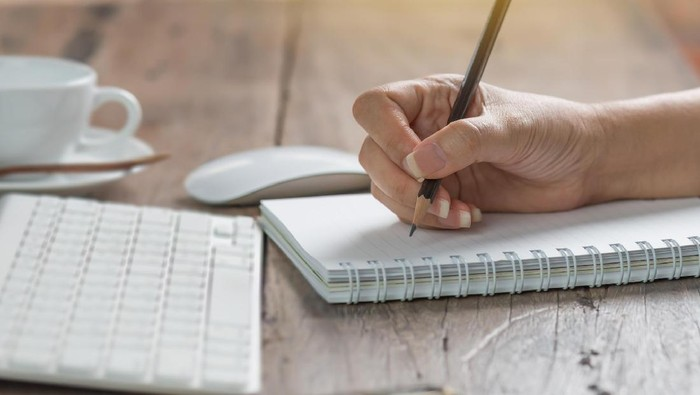 Tulisan tangan dapat mengartikan kepribadian seseorang. Foto: Thinkstock