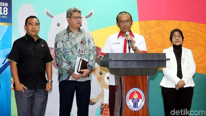 Sekretaris Menpora Gatot S. Dewa Broto memberikan penjelasan kepada media (Rengga Sancaya/detikSport)