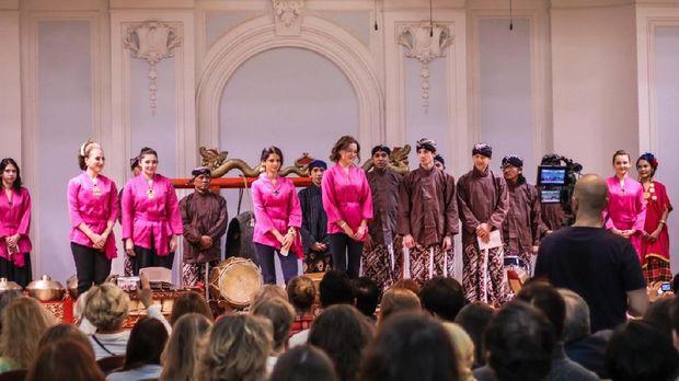 Tim kesenian gamelan KBRI Moskow