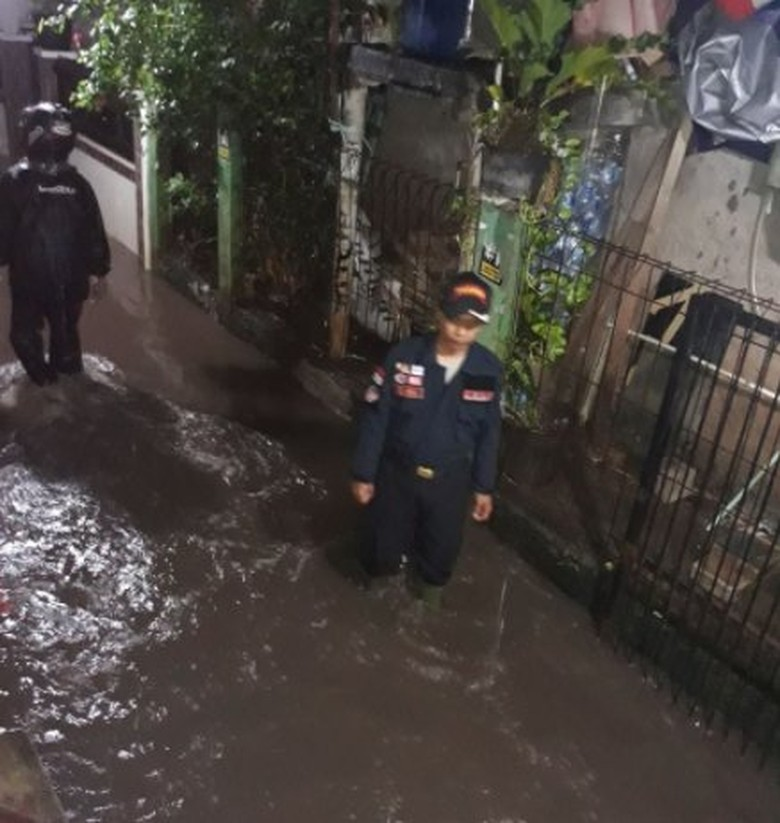2 Kelurahan di Cipinang Banjir hingga 45 Cm