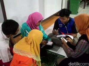 Bantuan Pengungsi Banjir Akibat Tanggul Jebol Jatipadang Berdatangan
