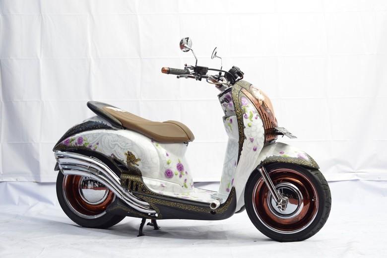 Modifikasi Honda Scoopy Berbalut Batik dan Bunga (Foto: Dok. Honda)