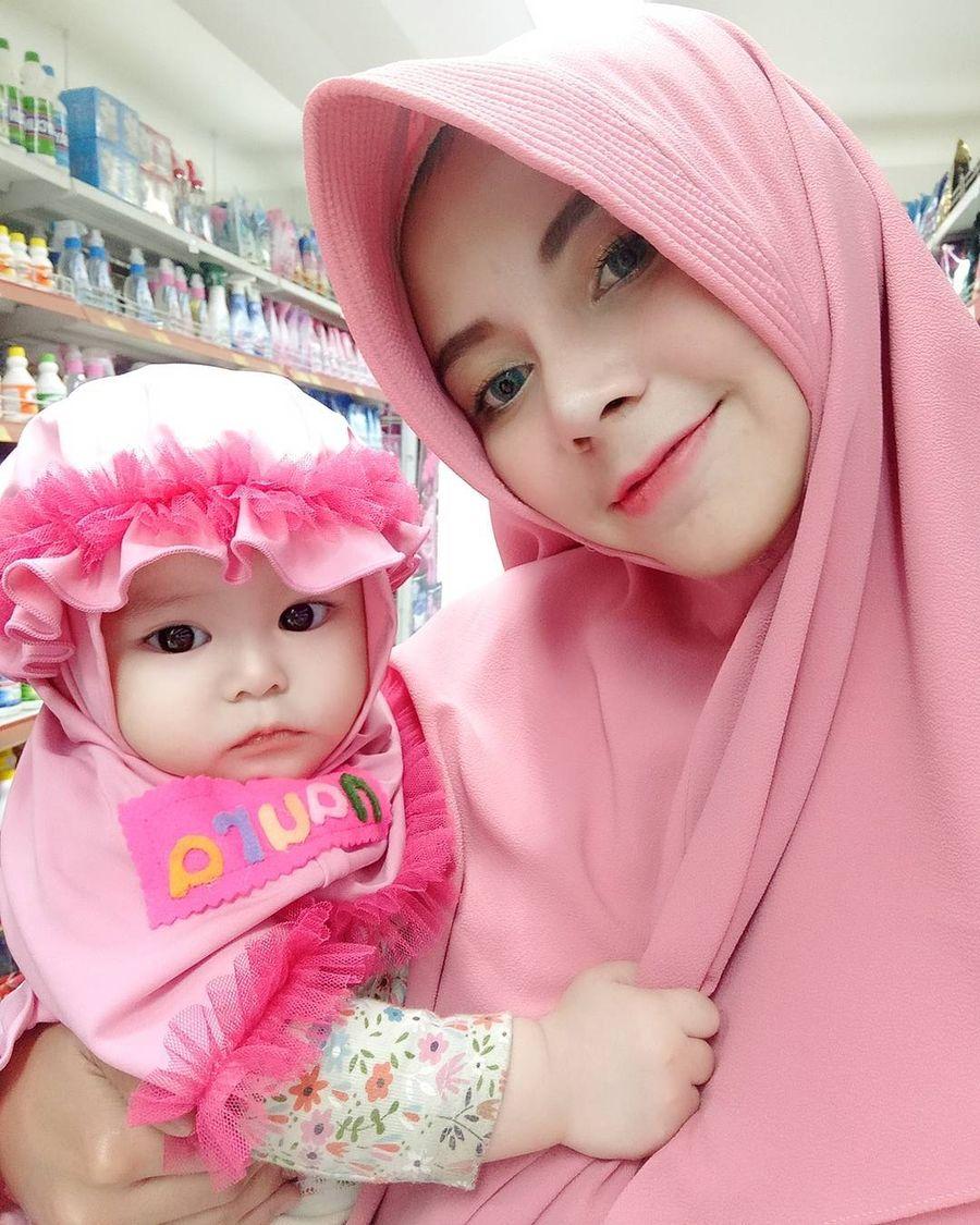 Foto Gemas Ini Naura Alaydrus Bayi 1 Tahun Yang Populer Karena Berhijab Foto 8
