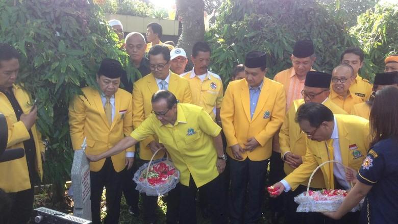 Setya Novanto Hingga Akbar Tanjung Tabur Bunga di TMP Kalibata