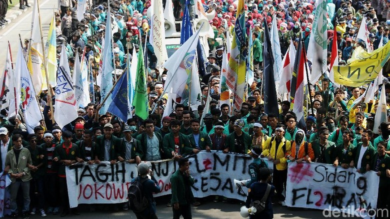 Massa Aksi 3 Tahun Jokowi-JK Long March ke Istana Negara