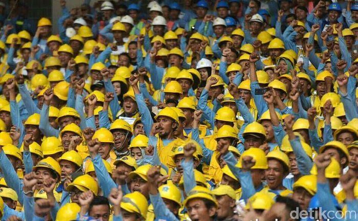 Kegiatan sertifikasi serentak dilaksanakan di 7 kota di Indonesia dengan jumlah peserta 9.700 orang tenaga kerja konstruksi. Pool/Setkab.