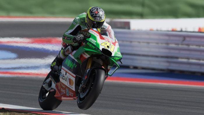Aleix Espargaro jadi pebalap tercepat di sesi latihan bebas kedua MotoGP Australia (Foto: Mirco Lazzari gp/Getty Images)