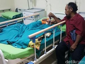 Kisah Yanuar dari Ambulans Gerobak Hingga Dibawa Risma ke RS