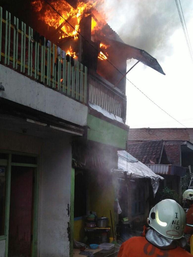 Korsleting, Lantai 2 Rumah di Krembangan Ludes Terbakar