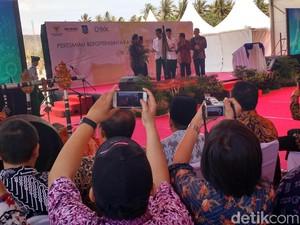 Jokowi Sentil Menko Darmin yang Batuk-batuk: Kebanyakan Rokok