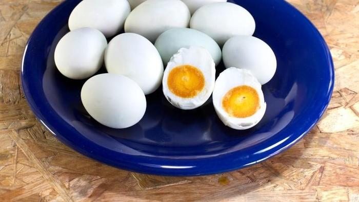 nasi goreng telur asin