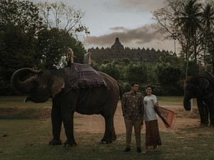 Kahiyang Pamer Foto Prewedding, Pose Bareng Gajah di Borobudur