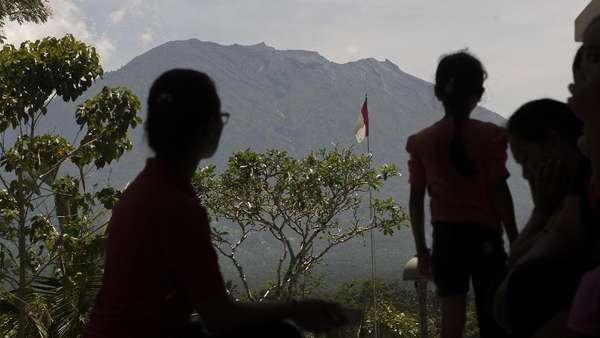 BNPB: Dampak Kerugian Ekonomi Akibat Gunung Agung Capai Rp 2 T