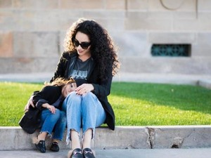Cantik dan Kompak! Potret Ibu dan Putrinya yang Fashionable