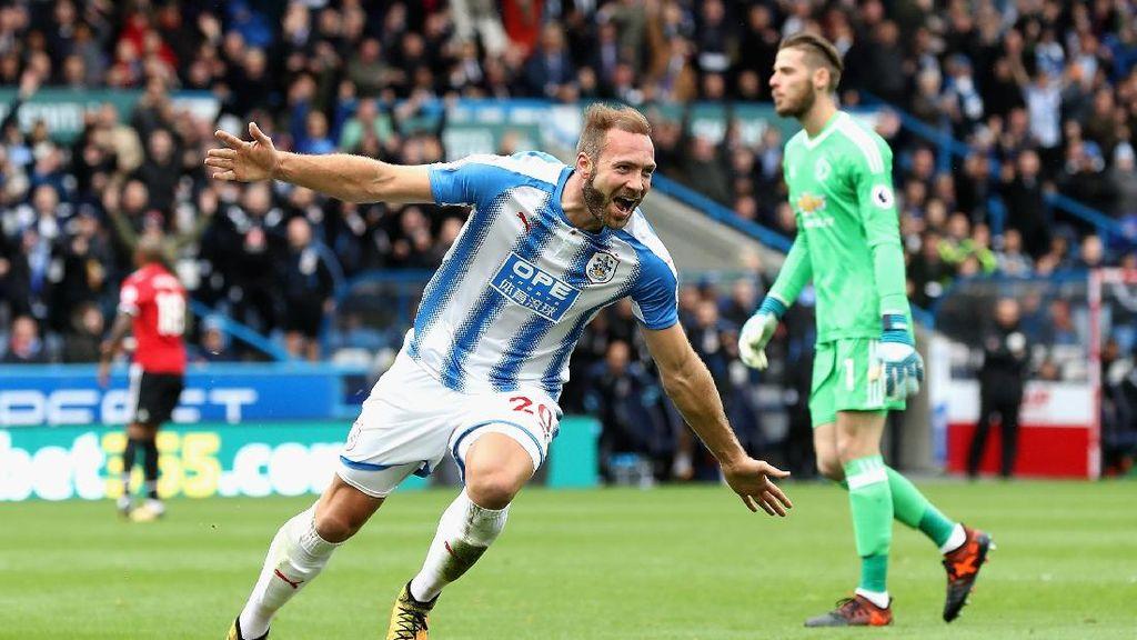 Turun Minum, MU Tertinggal 0-2 di Markas Huddersfield