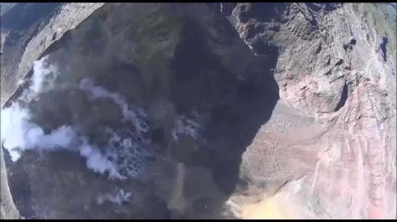 Foto: Dari Udara, Begini Penampakan Kawah Gunung Agung