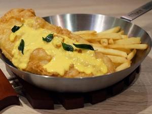Coba <i>Fish and Chips</i> dengan Paduan Saus Telur Asin di Sini