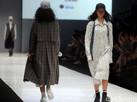 Rani Hatta Pamer Koleksi Terinspirasi Ruang Bimbingan Konseling di JFW 2018