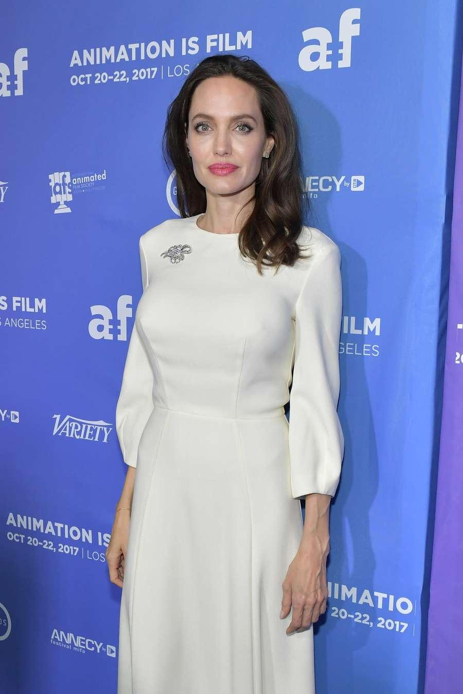 Gaya Angelina Jolie di Red Carpet Bareng Shiloh dan Zahara