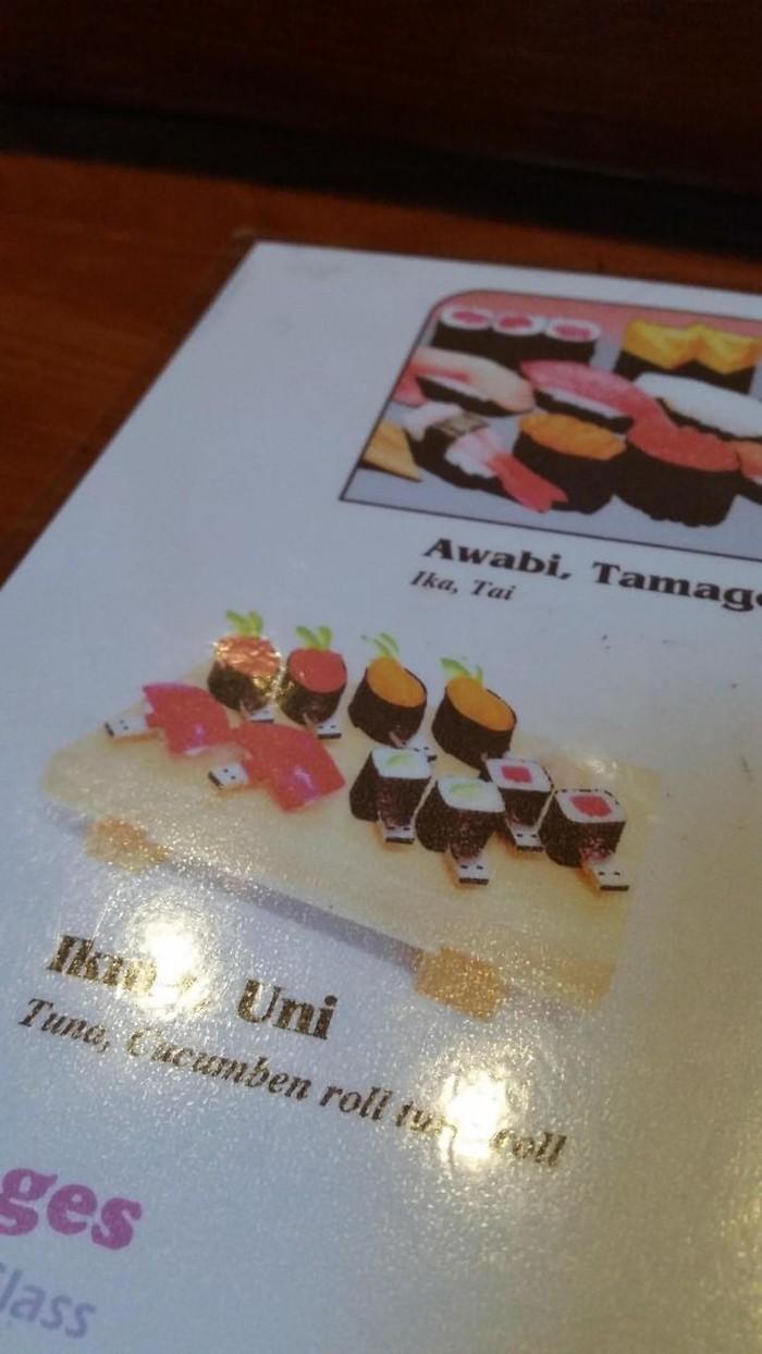 Restoran sushi ini tidak cuma punya gambar deretan sushi di buku menu. Tapi juga gambar USB sushi! Foto: Istimewa