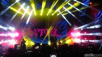 Jamrud dan NTRL Sukses Gebrak Panggung MAXcited Bandung
