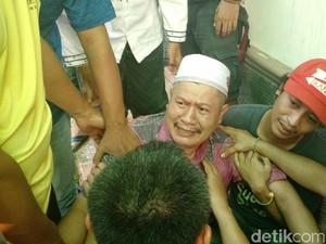 Syamsuddin Histeris Melihat Tokonya Hangus Terbakar di Mampang