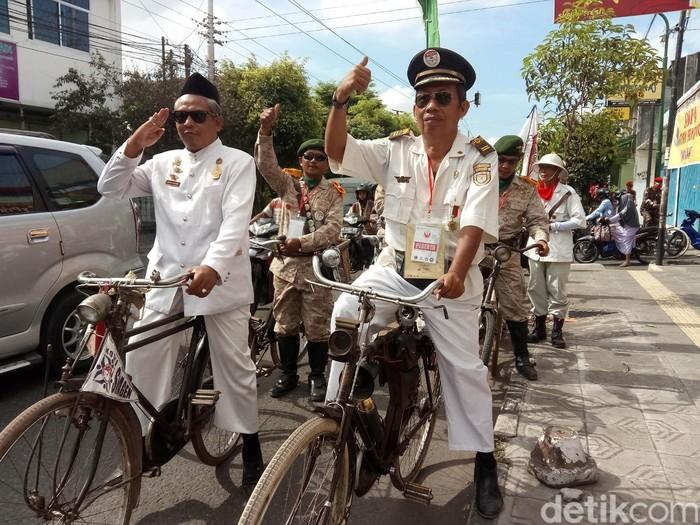 Ribuan penggemar sepeda tua dari berbagai daerah di Indonesia mengikuti acara Jogja Republik Onthel (JRO) 2017 di Musuem Benteng Vredeburg.