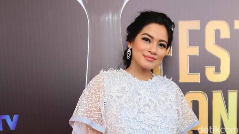 Foto Lama Bangkitkan Kenangan Kisah Cinta Titi Kamal/ Foto: Titi Kamal (Ismail/detikHOT)