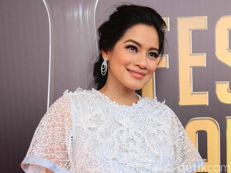 Titi Kamal kini tengah hamil anak kedua. Foto: Titi Kamal (Ismail/detikHOT)