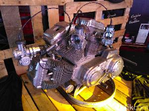 Gila! Motor Harley Berkonfigurasi W dari Purwokerto