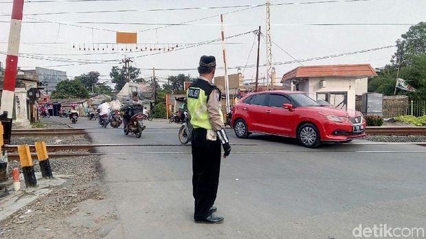 Polisi di Depok kompak pakai peci untuk peringati Hari Santri Nasional