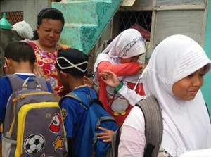 Tangis Anak SD Sukabumi Belajar Peduli Orang Terpinggirkan