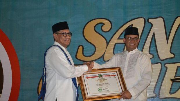 Baihaqi Saifuddin dan Gubernur DKI Anies Baswedan