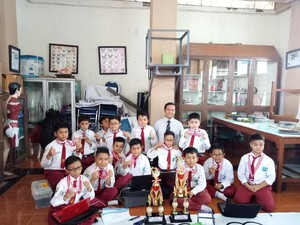 Tim Robotika SD ini Sabet 10 Medali di Kompetisi Robot di Bandung