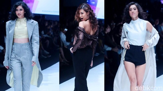 Genit, Seksi dan Menawan! Aksi Para Selebriti di Jakarta Fashion Week 2018