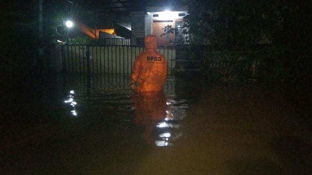 Banjir merendam puluhan rumah di 3 kompleks perumahan Kota Tangerang Selatan. (Dokumentasi: Istimewa)