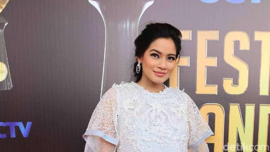 Titi Kamal, Si Bumil Cantik