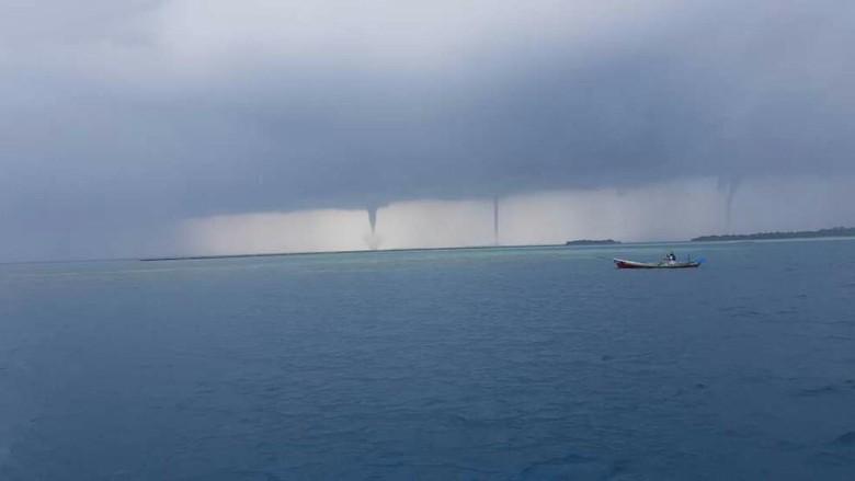 Fenomena Langka 3 Tornado di Kepulauan Seribu dan Penyebabnya