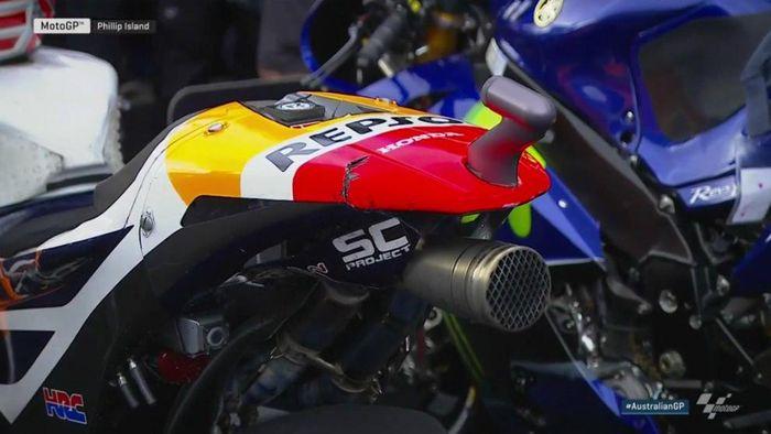 Motor Marc Marquez mengalami sedikit kerusakan usai balapan di MotoGP Australia (marca.com)