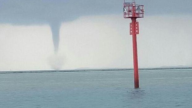 Tornado waterspout di Kepulauan Seribu